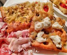 Focaccia Genovese: croccante e saporita. Foccacia Recipe, Arancini, Salty Cake, Nigella, Hawaiian Pizza, Challah, Beignets, Love Food, Tacos