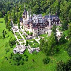 Good morning amigos This is a place that you must visit when you come in . This is one of the most beautiful castles in - Peles Castle. Photo: by valsangeorge Peles Castle, Castle Ruins, Castle House, Medieval Castle, Beautiful Castles, Beautiful Buildings, Beautiful World, Beautiful Places, Wonderful Places