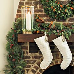 Simple & Refined #Christmas Mantel | Click through to find out how to get this look!