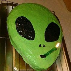 alien, cake, and green image - Modern Pretty Cakes, Cute Cakes, Alien Party, Alien Aesthetic, Funny Cake, Think Food, Amazing Cakes, Eat Cake, Art Deco Posters