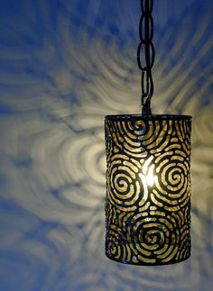 We have prepared here some beautiful DIY tin can lanterns that can really make some stunning compliments to your home decors. All these tin can lanterns make Tin Can Lights, Tin Can Lanterns, How To Make Lanterns, Hanging Lanterns, Diy Hanging, Tea Lights, Tin Can Art, Tin Art, Tin Can Crafts