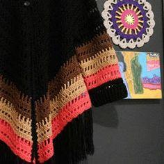 Canto do Pano Artesanato: Kimono Crochê ou Poncho aberto com gráfico Crochet Poncho Patterns, Diy Jewelry, Hats, Womens Fashion, Aurora, Accessories, Beautiful, Knit Jacket, Crochet Coat