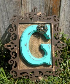 So need to make something like this monogrammed wall initial. Looks inexpensive and easy to do! Initial Decor, Initial Wall, Monogram Wall, Decor Crafts, Fun Crafts, Diy Home Decor, Diy And Crafts, Arts And Crafts, Diy Projects To Try
