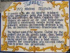 Foia, Monchique - Com um português que parece ter sido escrito por volta de 1632 e uma tradução para turista, esta placa de azulejos, que não parecem muito ...