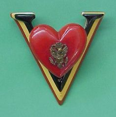 WW II US Army V for Victory Bakelite Pin Brooch with Eagle Insignia