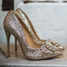 Shop hot shoes and fashionable, trendy high heels. Hot Shoes, Crazy Shoes, Me Too Shoes, Shoes Heels, Stiletto Pumps, High Heel Pumps, Heeled Boots, Shoe Boots, Gold Glitter Heels