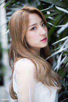Eunseo Naver x Dispatch HD Kpop Girl Groups, Korean Girl Groups, Kpop Girls, My Girl, Cool Girl, Bubblegum Pop, Kpop Hair, Cosmic Girls, Beautiful Asian Girls