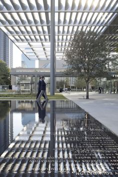 Image 4 of 41 from gallery of Winspear Opera House / Foster + Partners. Photograph by Foster + Partners Architecture Details, Landscape Architecture, Landscape Design, Pool Piscina, Shading Device, Glass Building, Foster Partners, Pergola Canopy, Shade Structure