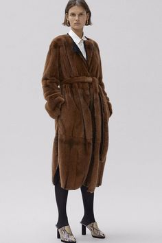 Celine Pre-Fall 2017 Fashion Show Celine, Fashion Week, Fashion 2017, Trench Coats, Autumn Winter Fashion, Fall Winter, Winter 2017, Fashion Gone Rouge, Fashion Show Collection