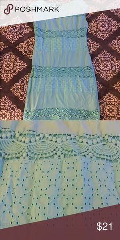 The Limited sz. XS light blue dress This darling light blue dress from The Limited features a lace & crochet design across the front. Excellent condition! The Limited Dresses Midi