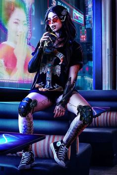 A genre of science fiction and a lawless subculture in an oppressive society dominated by computer technology and big corporations. Cyberpunk 2077, Cyberpunk Mode, Cyberpunk Kunst, Cyberpunk Tattoo, What Is Cyberpunk, Cyberpunk Clothes, Cyberpunk Girl, Cyberpunk Aesthetic, Cyberpunk Fashion