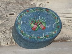 Wooden handpainted trinket box with mittens por KathysKountry, $8.00