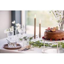 Våre tips til festsesongen | #borddekking #vår #2020 #trender #inspirasjon #kakestativ #glass #servise #bordpynt #kremmerhuset Candles, Glass, Tripod, Drinkware, Candy, Candle, Lights