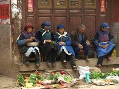 Marché de l'ethnie Naxi dans le petit village de Baisha près de Lijiang au Yunnan en Chine. Photo prise lors d'un voyage en Chine en 2012.