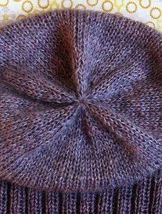 Whit's Knits: Simple Pleasures Hat - The Purl Bee - Knitting Crochet Sewing Embroidery Crafts Patterns and Ideas! Slouch Hat Knit Pattern, Crochet Beret, Knitted Hats, Slouch Beanie, Easy Knitting, Knitting Patterns Free, Crochet Patterns, Yellow Mittens, Purl Bee