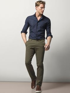 Nice style by Massimo Dutti Formal Men Outfit, Men Formal, Work Outfit Men, Green Pants Men, Mens Olive Pants, Pants For Men, Green Chinos, Chinos Men Outfit, Men Shorts