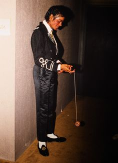 MJ playing with a yoyo