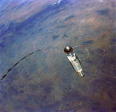 Nasa Gemini XII is tethered to the Agena TDV, in Earth orbit over the southwest United States and northern Mexico. Apollo Space Program, Nasa Space Program, Nasa Missions, Apollo Missions, Project Gemini, Nasa Photos, Buzz Aldrin, Nasa Astronauts, Space Race