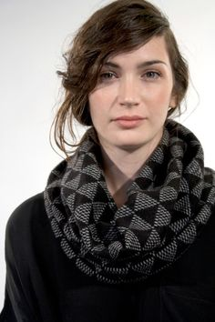 absolutely gorgeous knit cowl, I love the triangles