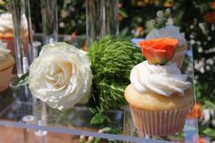 Wedding cupcakes with florals