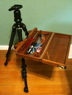 Watercolor easel made from camera tripod base Watercolor Kit, Watercolor Paintings, Watercolors, Plein Air Easel, Pochade Box, Art Easel, Art Storage, Painting Workshop, Painted Boxes