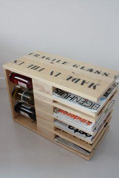 """""""Tree of a kind"""" by Boudewijn van den Bosch  Boudewijn is meubelmaker en ontwerper, hij werkt graag met materiaal dat al een leven heeft gehad, zoals bedrukte kratten van Bullseye waar glaplaten in vervoerd worden, de tekst laat hij zichtbaar zodat de afkomst te zien is"""