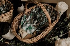 Un mariage simple et champêtre en Normandie - Photos : Typhaine J Photographie - Blog mariage : La mariée aux pieds nus Wicker Baskets, Marie, Photos, Straw Bales, Winter Weddings, Simple Weddings, Pictures, Woven Baskets