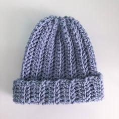 Chunky Hat - free crochet pattern at Sunny Sunflower Crafts Crochet Gifts, Crochet Hooks, Free Crochet, Knit Crochet, Crochet Granny, Sunflower Crafts, Come Undone, Faux Fur Pom Pom, Crochet Patterns