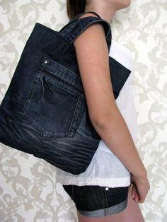 موقع لكي انتي : how to make a denim bag out of old jeans Diy Jeans, Jeans Denim, Jean Crafts, Denim Crafts, Patchwork Jeans, Jean Purses, Denim Purse, Denim Ideas, Recycled Denim