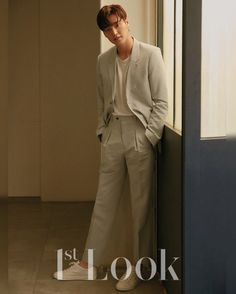 Lee Tae Hwan - Look Magazine vol. Asian Actors, Korean Actors, Lee Tae Hwan, Kang Haneul, Nam Joohyuk, Look Magazine, Vogue Korea, How To Look Handsome, Gong Yoo