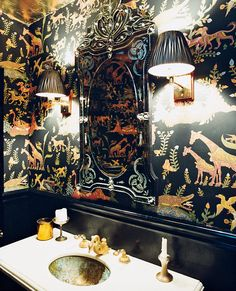 moore's montauk hideout Lovely idea for a (future) powder room. See more images from homey restaurants on Lovely idea for a (future) powder room. See more images from homey restaurants on Powder Room Wallpaper, Bold Wallpaper, Bathroom Wallpaper, Print Wallpaper, Animal Wallpaper, Julianne Moore, Restaurant Bad, Restaurant Bathroom, Long Island