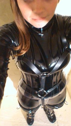 Amateur black latex catsuit and harness selfie