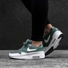 competitive price 6781a 46519 Built in the classic style of the Air Max Nike match the revolutionary Air-Sole  unit with a premium upper for an excellent fit and feel.