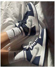 Dr Shoes, Cute Nike Shoes, Swag Shoes, Cute Sneakers, Nike Air Shoes, Hype Shoes, Shoes Sneakers, Girls Sneakers, Jordan Shoes Girls