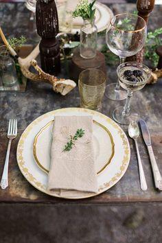 pretty organic place card http://weddingwonderland.it/2015/07/matrimonio-botanico.html