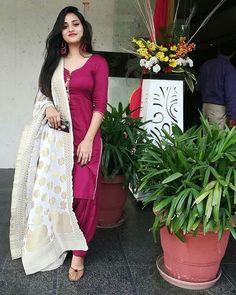 Image may contain: 1 person, standing Punjabi Wedding Suit, Punjabi Suits Party Wear, Punjabi Salwar Suits, Designer Punjabi Suits, Indian Designer Wear, Wedding Suits, Salwar Kameez, Churidar, Patiala Suit Designs