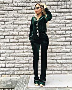 Бархат и глубокие изумрудные цвета это тренд на очень и предстоящую зиму❤️ Шикарный костюм #DG, как он подчёркивает фигу😍 Цена:5000 рублей. Размер:42/44 Адрес: г.Казань, ул.Достоевского 53/4 СО ДВОРА, чёрная-кованная дверь, вход по лестницам! 📲89274168840 #fashion #kazan #казань #мода #достоевского #стиль #платье #одежда #красота  #style #stylish  #me #cute #photooftheday #nails #hair #beauty #beautiful #instagood #dress #skirt  #styles #одежда #одеждаказань #одеждавналичииказань…