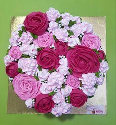 Garden of cream flowers  - Cake by Michelle's Sweet Temptation