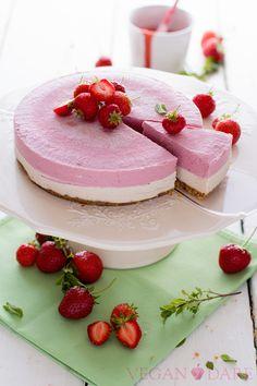 Torta crudista fragole e vaniglia : Raw Strawberry and Vanilla Cake | Vegan Dare