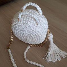 Discover thousands of images about Yeni bir haftaya beyaz gelin cantamla vira bismillah diyelim. Crochet Doily Rug, Free Crochet Bag, Crochet Fall, Crochet Round, Crochet Gifts, Single Crochet, Knit Crochet, Crochet Patterns, Crochet Handbags