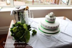 Green bouquet and cake