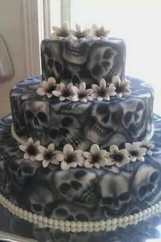 He LOOOOVES this!! perhaps marriage IS on his mind wow!! Thank u skull cake maker lolololol