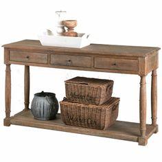 Een landelijke oude wandtafel is ideaal om een mooie presentatie accessoires op tentoon te stellen