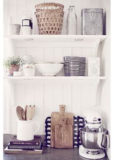 Love the mix of white accessories with the natural wooden, twine, and tin ones!