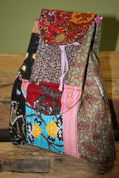"""Rucksack """"Sharma"""" besteht aus Baumwolle und ist mit den traditionellen Muster Bali bestickt."""