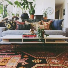 Awesome 55 Gorgeous Bohemian Style Living Room Decor Ideas https://homeylife.com/55-gorgeous-bohemian-style-living-room-decor-ideas/