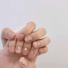 What Christmas manicure to choose for a festive mood - My Nails Korean Nail Art, Korean Nails, Red Acrylic Nails, Metallic Nails, Minimalist Nails, Nail Swag, Nail Manicure, Nail Polish, Les Nails