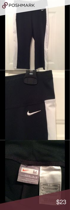 🌺NIKE BLACK PANTS IN BLACK WITH WHITE TRIM 8-10 🌺NIKE PANTS WITH WHITE SIDE PANEL. VERY CUTE. MEDIUM IS A SIZE 8-10 NIKE Pants