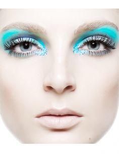 Renam Christofoletti blue makeup look