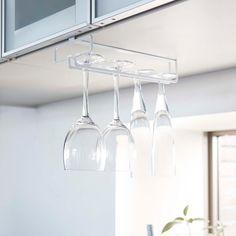 レストランやバーのようにワイングラスを吊り下げてスタイリッシュに収納「戸棚下ワイングラスハンガー タワー」のご紹介です。キッチンの吊下げ戸棚に差し込むだけのワイングラス収納です。キッチンスペースをバーカウンターのようにスタイリングできます。ワイングラスだけでなく脚付きのシャンパングラスやカクテルグラスも収納できます。 ■SIZE:約W11×D26×H7cm ■耐荷重:約1Kg ■取付可能な吊り下げ戸棚:棚板の厚さ約1.4~2cmまでに対応。 #home#tower#モノトーンインテリア#スタイリッシュ#キッチン#ワイン#ワイングラス#ワイングラス収納#シャンパングラス収納#戸棚下収納#キッチン収納#暮らし#丁寧な暮らし#シンプルライフ#おうち#北欧雑貨#北欧インテリア#収納#シンプル#モダン#便利#おしゃれ #雑貨 #yamazaki #山崎実業